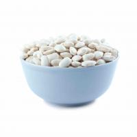 белая фасоль в глубокой тарелке
