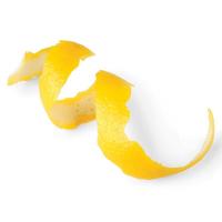 цедра лимона на белом фоне