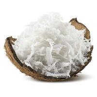 кокосовая стружка на белом фоне