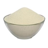тарелка манной крупы на белом фоне