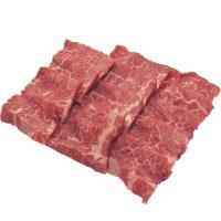 кусочки мяса бобра на белом фоне