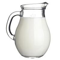 молоко в графине на белом фоне