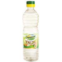 бутылка столового уксуса на белом фоне