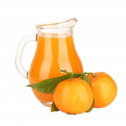 мандариновый сок в стеклянном фужере