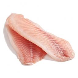 филе рыбы на белом фоне