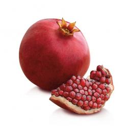 зерна граната и целый плод