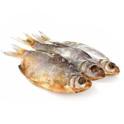 рыба густера на белом фоне