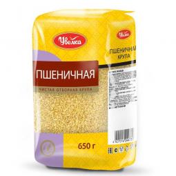 упаковка пшеничной крупы на белом фоне