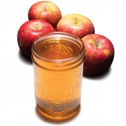 яблочный сидр в стеклянном стакане