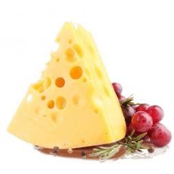 твердый сыр на белом фоне