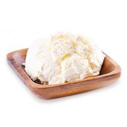 творожный сыр на белом фоне
