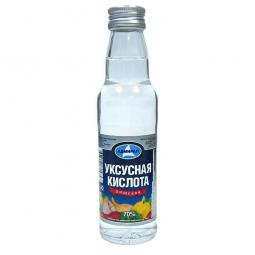 бутылка уксусной эссенции на белом фоне