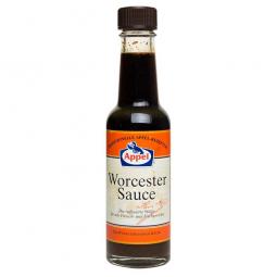 вустерширский соус в бутылке на белом фоне