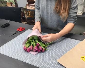 составление букета из тюльпанов
