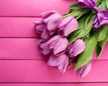 букет сиреневых тюльпанов