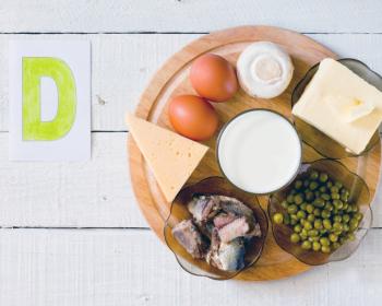 сыр, яйца, рыба, зелень, горошек и сметана