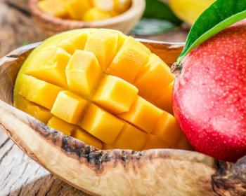 манго, нарезанное кубиками