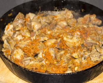 куриные желудочки по-корейски в сковороде