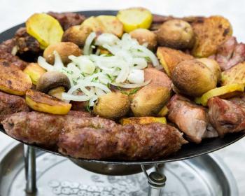 азербайджанский садж с курицей, картофелем и шампиньонами