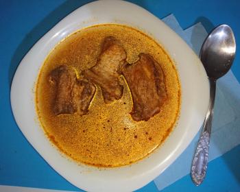 тарелка с харчо на свиных ребрышках