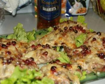 отбивные из дичи с сыром на листах зеленого салата