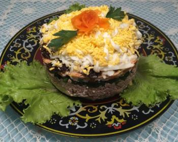 слоеный салат с печенью трески под шубой