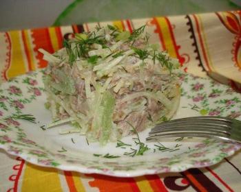 порция салата Ташкент на тарелке