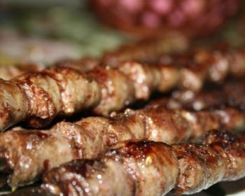 шашлык из куриных сердечек на шампурах