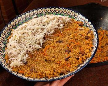 шавля из риса и баранины, заправленная луком