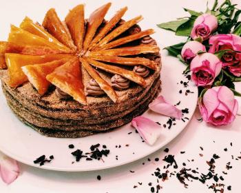 венгерский бисквитный торт Добош с шоколадным кремом и карамельной глазурью