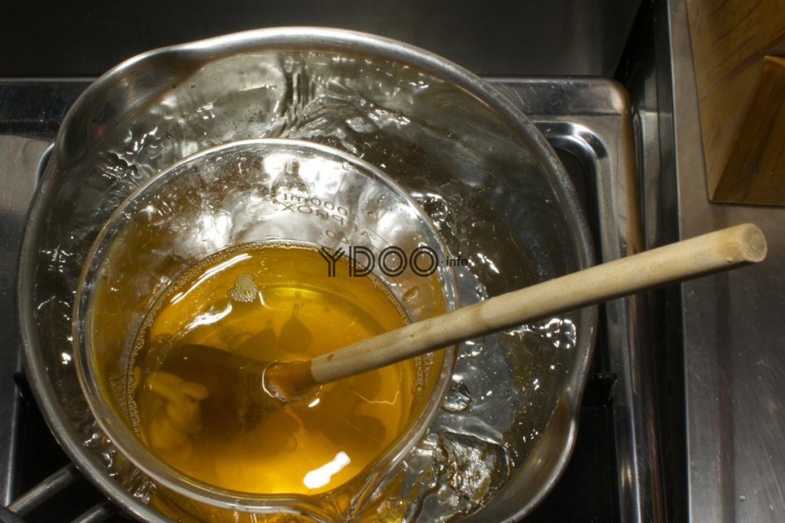 мед на водяной бане на плите