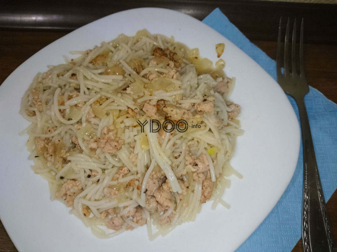 тарелка с макароноами по-флотски с фаршем