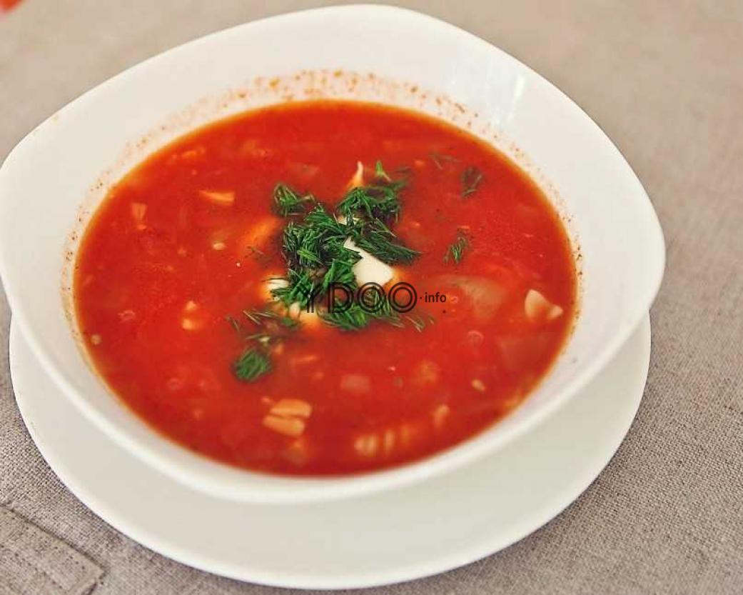 рыбный суп, сваренный в мультиварке, с томатной пастой и зеленью